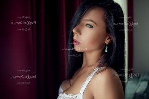 Indyra escort girl