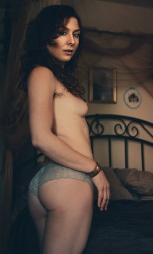 Cyriane escort girl