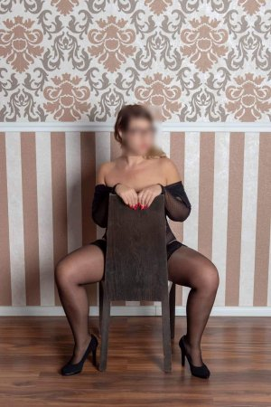 Parisse escort girl